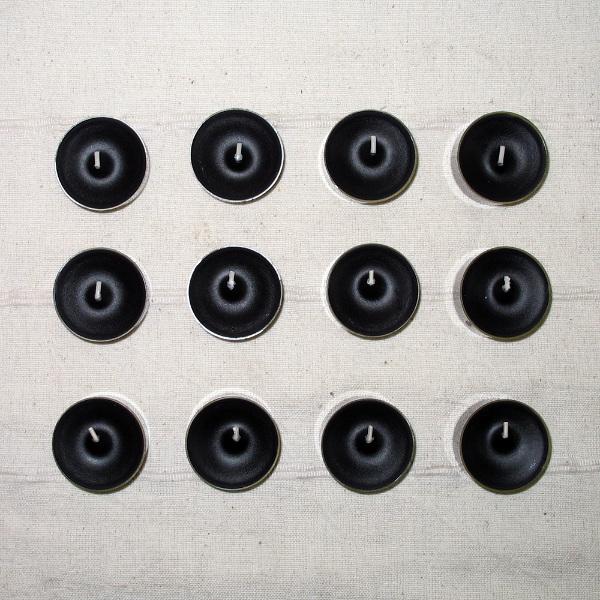12 schwarze Teelichter durchgefärbt